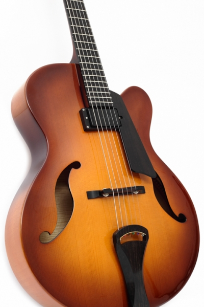 Still - Guitarra Cassias Archtop